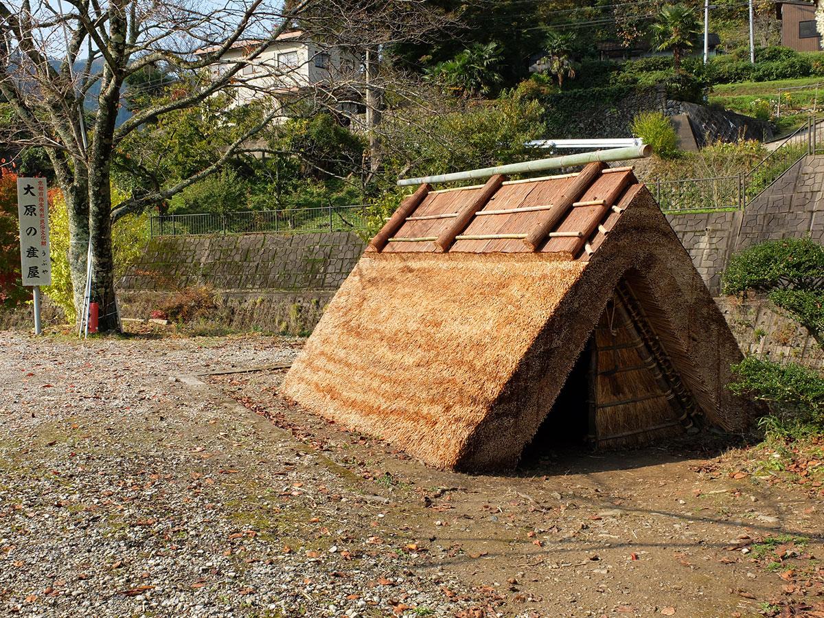 産屋の茅葺き替え|大原神社|福知山市